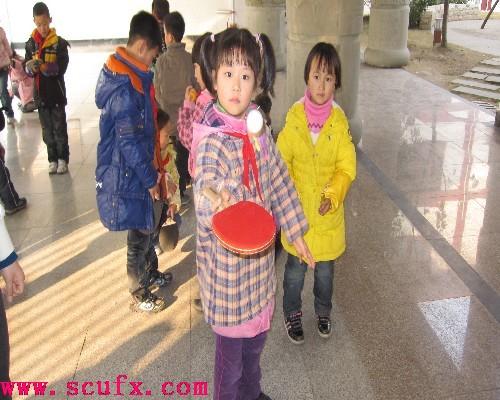 四川大学附属实验小学东山学校一年级举行乒乓球颠球